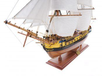Maquette d'exposition entièrement montée – Mistral Maquettes – Frégate Hermione (75 cm), vue bâbord de la proue