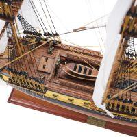 Maquette de collection montée du galion Hermione (75 cm), vue plongeante pont central
