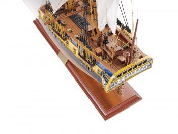 Maquette de collection montée du galion Hermione (75 cm), vue plongeante pont arrière
