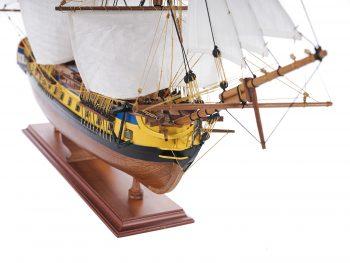 Maquette d'exposition entièrement montée – Mistral Maquettes – Frégate Hermione (75 cm), vue tribord de le proue