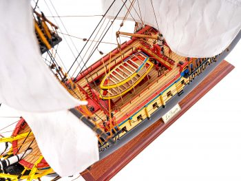 Maquette de collection montée de l'Hermione Musée (1/89 ème - 74 cm ) - vue plongeante pont central