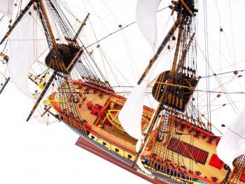 Maquette d'exposition entièrement montée – Mistral Maquettes – Frégate Hermione qualité musée (1/89 ème - 74 cm ) - vue plongeante globale 2