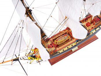 Maquette d'exposition entièrement montée – Mistral Maquettes – Frégate Hermione qualité musée (1/89 ème - 74 cm ) - vue plongeante globale babord
