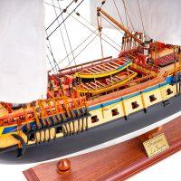 Maquette de collection montée de l'Hermione Musée (1/89 ème - 74 cm ) - vue babord centrale