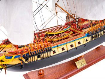 Maquette d'exposition entièrement montée – Mistral Maquettes – Frégate Hermione qualité musée (1/89 ème - 74 cm ) - vue babord centrale