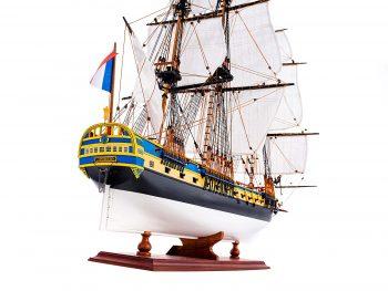 Maquette d'exposition entièrement montée – Mistral Maquettes – Frégate Hermione qualité musée (1/89 ème - 74 cm ) - vue arrière tribord