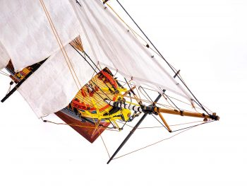 Maquette d'exposition entièrement montée – Mistral Maquettes – Frégate Hermione qualité musée (1/89 ème - 74 cm ) - vue plongeante avant