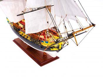 Maquette d'exposition entièrement montée – Mistral Maquettes – Frégate Hermione qualité musée (1/89 ème - 74 cm ) - vue plongeante latérale tribord avant