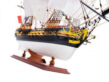 Maquette d'exposition entièrement montée – Mistral Maquettes – Frégate Hermione qualité musée (1/89 ème - 74 cm ) - vue latérale tribord avant