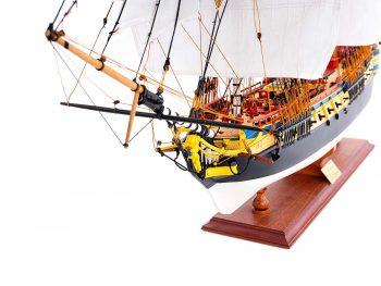 Maquette d'exposition entièrement montée – Mistral Maquettes – Frégate Hermione qualité musée (1/89 ème - 74 cm ) - vue latérale babord avant
