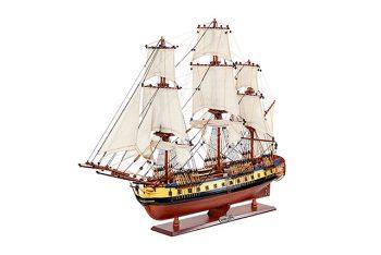 Maquette de collection montée du galion Hermione (75 cm), vue d'ensemble