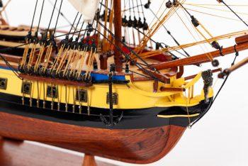 Maquette de collection montée du galion Hermione (75 cm), gros plan sur la proue