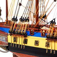 Maquette de collection montée du galion Hermione (75 cm), gros plan sur la poupe vue tribord