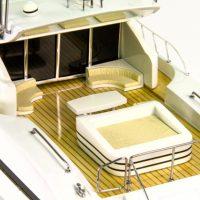 Maquette de collection montée du yacht Mangusta (85 cm), vue détaillée de la plage arrière