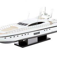 Maquette de collection montée du yacht Mangusta (85 cm), vue d'ensemble
