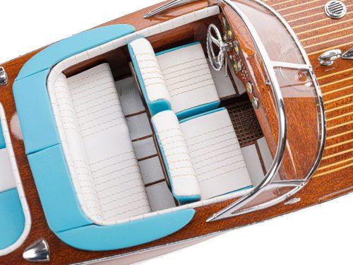 """Maquette d'exposition entièrement montée - Mistral Maquettes - Runabout """"Aqua"""" bleu - 53 cm - vue plongeante cockpit"""