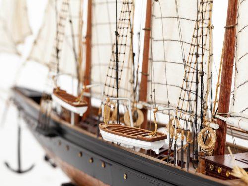 Maquette d'exposition entièrement montée – Mistral Maquettes - Atlantic - 78 cm - Vue babord pont central