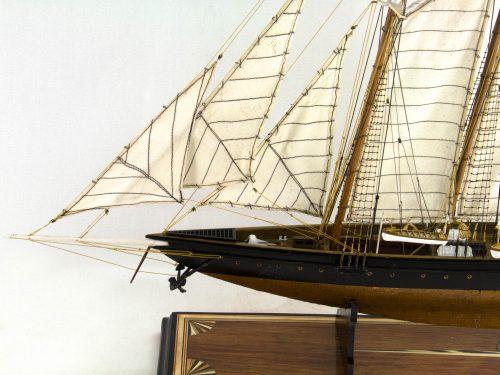 Maquette d'exposition entièrement montée – Mistral Maquettes - Atlantic - 78 cm - Vue latérale babord avant