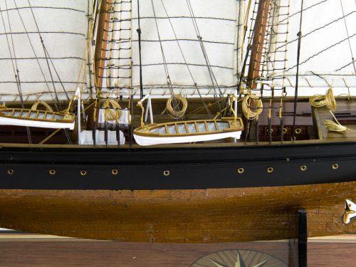 Maquette d'exposition entièrement montée – Mistral Maquettes - Atlantic - 78 cm - Vue plongeante babord pont central