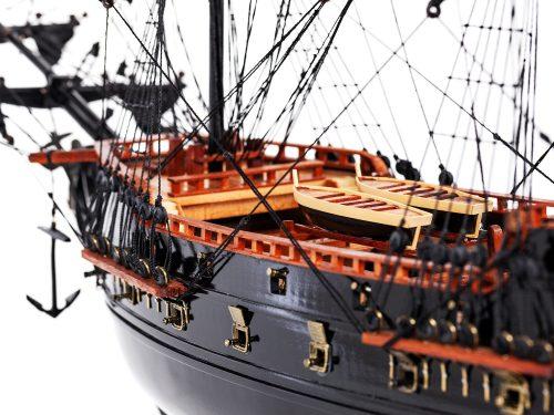 Maquette d'exposition entièrement montée – Mistral Maquettes - Black Pearl - 88 cm - vue avant babord