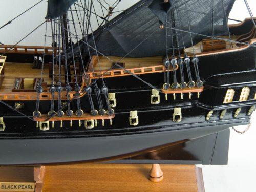 Maquette d'exposition entièrement montée – Mistral Maquettes - Black Pearl - 88 cm - vue babord chateau arrière