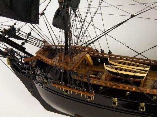 Maquette d'exposition entièrement montée – Mistral Maquettes - Black Pearl - 88 cm - vue babord pont avant