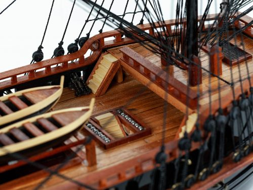 Maquette d'exposition entièrement montée – Mistral Maquettes - Black Pearl - 88 cm - vue plongeante pont central