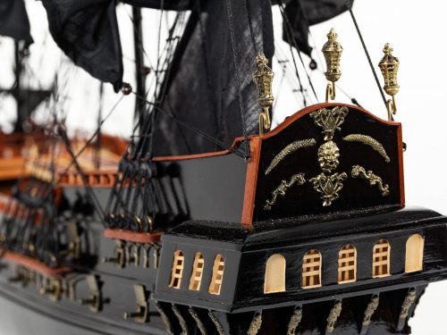 Maquette d'exposition entièrement montée – Mistral Maquettes - Black Pearl - 88 cm - vue poupe