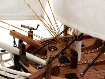 Maquette d'exposition entièrement montée - Mistral Maquettes - Le Bounty - 72 cm - vue détail pont avant