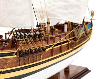 Maquette d'exposition entièrement montée - Mistral Maquettes - Le Bounty - 72 cm - vue détail gréement bâbord