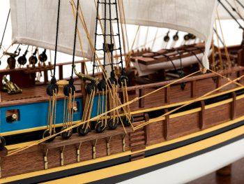 Maquette d'exposition entièrement montée - Mistral Maquettes - Le Bounty - 72 cm - vue détaillée latérale tribord