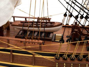 Maquette d'exposition entièrement montée - Mistral Maquettes - Le Bounty - 72 cm - vue tribord pont central