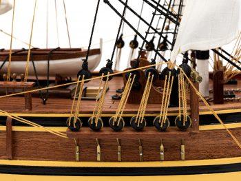 Maquette d'exposition entièrement montée - Mistral Maquettes - Le Bounty - 72 cm - vue tribord gréement