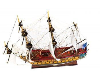 Maquette d'exposition entièrement montée – Mistral Maquettes – Galion La Licorne (85 cm), vue plongeante globale