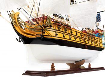 Maquette d'exposition entièrement montée – Mistral Maquettes – Galion La Licorne (85 cm), vue bâbord avant