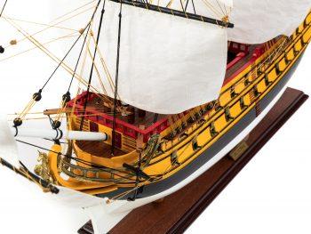 Maquette d'exposition entièrement montée – Mistral Maquettes – Galion La Licorne (85 cm), vue plongeante bâbord proue