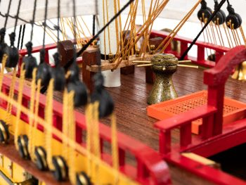 Maquette d'exposition entièrement montée – Mistral Maquettes – Galion La Licorne (85 cm), vue pont avant