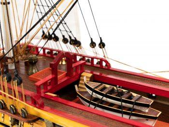 Maquette d'exposition entièrement montée – Mistral Maquettes – Galion La Licorne (85 cm), vue pont central