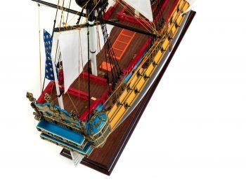 Maquette d'exposition entièrement montée – Mistral Maquettes – Galion La Licorne (85 cm), vue plongeante château arrière