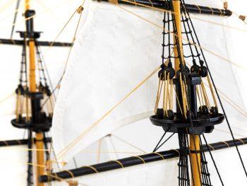 Maquette d'exposition entièrement montée – Mistral Maquettes – Galion La Licorne (85 cm), vue hunes de mâts