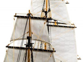 Maquette d'exposition entièrement montée – Mistral Maquettes – Galion La Licorne (85 cm), vue gréement
