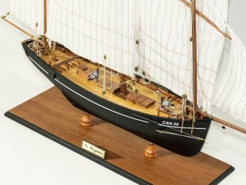 Maquette d'exposition entièrement montée – Mistral Maquettes - La Bisquine Cancalaise - 78 cm - vue plongeante tribord avant