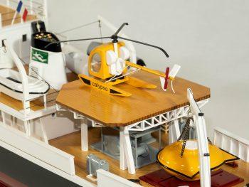 Maquette d'exposition entièrement montée - Mistral Maquettes - La Calypso - 85 cm - vue détaillée hélicoptère