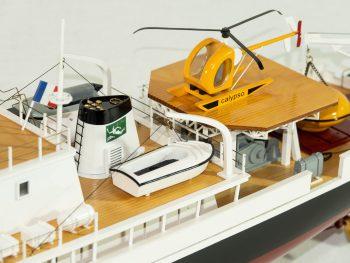 Maquette d'exposition entièrement montée - Mistral Maquettes - La Calypso - 85 cm - vue détaillée pont arrière