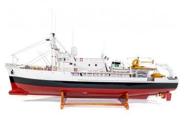 Maquette d'exposition entièrement montée - Mistral Maquettes - La Calypso - 85 cm - vue globale latérale
