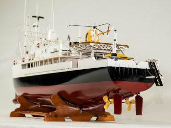 Maquette d'exposition entièrement montée - Mistral Maquettes - La Calypso - 85 cm - vue poupe