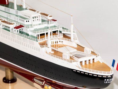 Maquette d'exposition entièrement montée – Mistral Maquettes - Le France - 104 cm - vue bâbord pont arrière