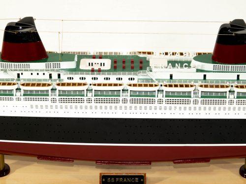 Maquette d'exposition entièrement montée – Mistral Maquettes - Le France - 104 cm - vue centrale bâbord