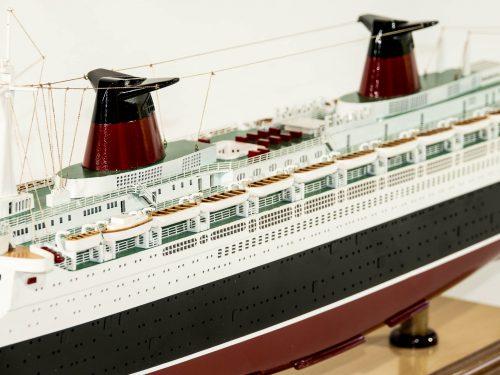 Maquette d'exposition entièrement montée – Mistral Maquettes - Le France - 104 cm - vue centrale bâbord avant