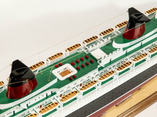Maquette d'exposition entièrement montée – Mistral Maquettes - Le France - 104 cm - vue détaillée pont supérieur central